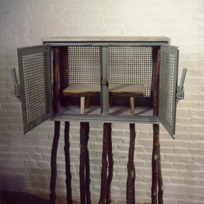 axel_kufus_ulrike_holthoefer_KellerfensterSchrank_1985
